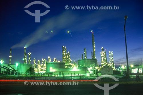 Vista da Companhia Petroquímica do Nordeste (COPENE) - atual Braskem S.A - durante à noite - década de 2000  - Camaçari - Bahia (BA) - Brasil