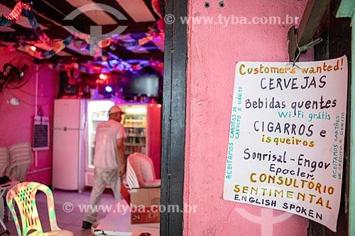 Cartaz informando a venda de bebidas, cigarros, remédios e consultório sentimental na Barraca Já Disse - Centro Luiz Gonzaga de Tradições Nordestinas  - Rio de Janeiro - Rio de Janeiro (RJ) - Brasil