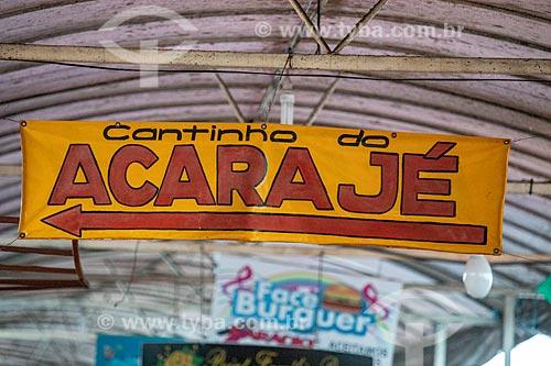 Detalhe de placa com os dizeres: Cantinho do Acarajé no Centro Luiz Gonzaga de Tradições Nordestinas  - Rio de Janeiro - Rio de Janeiro (RJ) - Brasil