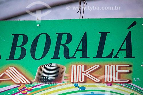 Detalhe de placa com os dizeres: Boralá no Centro Luiz Gonzaga de Tradições Nordestinas  - Rio de Janeiro - Rio de Janeiro (RJ) - Brasil