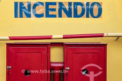 Detalhe de caixa de hidrante no Centro Luiz Gonzaga de Tradições Nordestinas  - Rio de Janeiro - Rio de Janeiro (RJ) - Brasil