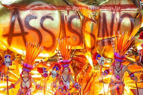 Desfile do Grêmio Recreativo Escola de Samba Estação Primeira de Mangueira - Carro alegórico alusivo ao Monumento às Bandeiras com os dizeres: Assassino - Enredo 2019 - História para ninar gente grande  - Rio de Janeiro - Rio de Janeiro (RJ) - Brasil