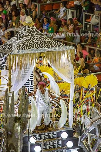 Desfile do Grêmio Recreativo Escola de Samba Estação Primeira de Mangueira - Leci Brandão como destaque de carro alegórico - Enredo 2019 - História para ninar gente grande  - Rio de Janeiro - Rio de Janeiro (RJ) - Brasil