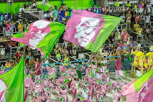Bandeiras em homenagem à Cartola  e a Vereadora Marielle Franco durante o desfile do Grêmio Recreativo Escola de Samba Estação Primeira de Mangueira - Enredo 2019 - História para ninar gente grande  - Rio de Janeiro - Rio de Janeiro (RJ) - Brasil