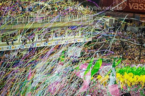 Bandeiras em homenagem à Vereadora Marielle Franco durante o desfile do Grêmio Recreativo Escola de Samba Estação Primeira de Mangueira - Enredo 2019 - História para ninar gente grande  - Rio de Janeiro - Rio de Janeiro (RJ) - Brasil