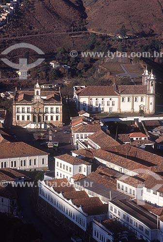 Vista geral do centro histórico da cidade de Ouro Preto com o Museu da Inconfidência (1780) ao fundo e a Igreja de Nossa Senhora do Carmo (1756) à direita - década de 2000  - Ouro Preto - Minas Gerais (MG) - Brasil