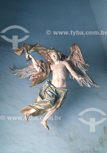 Via-crúcis do Passos da Paixão - Detalhe de anjo com taça de fel (parte da capela Jesus no horto das Oliveiras) - (século XVIII) no Santuário de Bom Jesus de Matosinhos  - década de 90  - Congonhas - Minas Gerais (MG) - Brasil