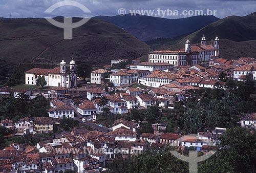 Vista geral do centro histórico da cidade de Ouro Preto com a Igreja de São Francisco de Assis - à esquerda - com o Museu da Inconfidência (1780) e a Igreja de Nossa Senhora do Carmo (1756) ao fundo - década de 2000  - Ouro Preto - Minas Gerais (MG) - Brasil