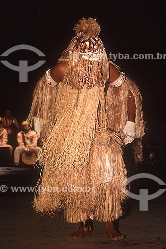 Homem caracterizado como Obaluaiyê - orixá do candomblé das doenças contagiosas e de suas respectivas curas - década de 80  - Brasil
