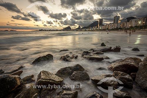 Vista da orla da Praia do Leme e da Praia de Copacabana durante o pôr do sol  - Rio de Janeiro - Rio de Janeiro (RJ) - Brasil