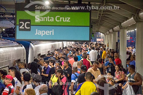 Passageiros embarcando na Estação São Cristóvão da Supervia - concessionária de serviços de transporte ferroviário  - Rio de Janeiro - Rio de Janeiro (RJ) - Brasil