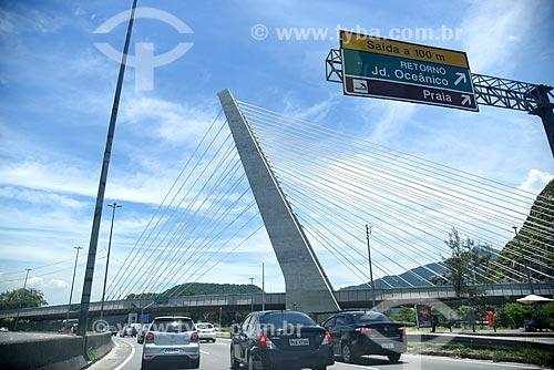Vista da ponte estaiada na linha 4 do Metrô Rio a partir da Avenida Ministro Ivan Lins  - Rio de Janeiro - Rio de Janeiro (RJ) - Brasil
