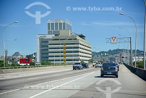 Tráfego no Viaduto do Gasômetro com o Instituto Nacional de Traumatologia e Ortopedia Jamil Haddad ao fundo  - Rio de Janeiro - Rio de Janeiro (RJ) - Brasil