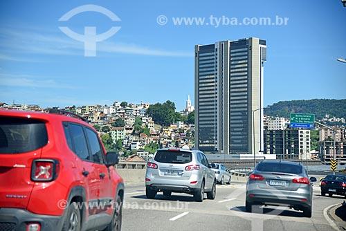 Tráfego no Viaduto do Gasômetro com o Holiday inn Porto Maravilha ao fundo  - Rio de Janeiro - Rio de Janeiro (RJ) - Brasil