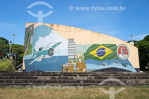 Mural em homenagem o aviador jataiense Diomar Menezes membro do 1º Grupo de Aviação de Caça Brasileiro durante a Segunda Guerra Mundial na Praça Tenente Diomar Menezes  - Jataí - Goiás (GO) - Brasil