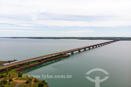 Foto feita com drone da Ponte Rodoferroviária (1998) - maior ponte fluvial brasileira (3.700 metros) - divisa natural entre os Estados do São Paulo e Mato Grosso do Sul  - Aparecida do Taboado - Mato Grosso do Sul (MS) - Brasil