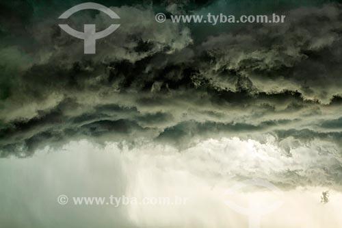 Detalhe de nuvem de chuva  - Florianopolis - Santa Catarina - Brazil