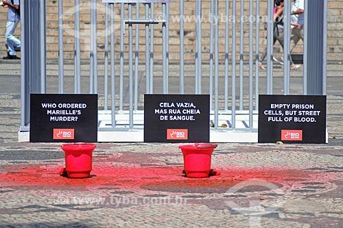 Manifestação promovida por voluntários da ONG Rio de Paz na Cinelândia após a coletiva de imprensa sobre a prisão dos acusados do assassinato da Veradora Marielle Franco  - Rio de Janeiro - Rio de Janeiro (RJ) - Brasil