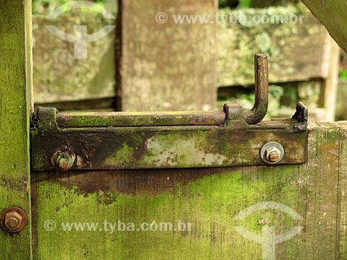 Detalhe de ferrolho de porteira  - São Francisco de Paula - Rio Grande do Sul (RS) - Brasil