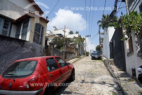 Carros estacionados na Rua Barão de Guaratiba  - Rio de Janeiro - Rio de Janeiro (RJ) - Brasil