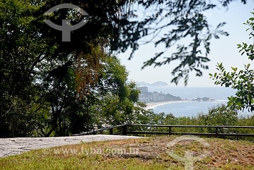 Vista da orla da Praia de Ipanema a partir do Parque Natural Municipal Penhasco Dois Irmãos  - Rio de Janeiro - Rio de Janeiro (RJ) - Brasil