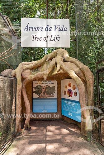 Árvore da Vida - exposição a céu aberto - na entrada do Parque das Aves  - Foz do Iguaçu - Paraná (PR) - Brasil