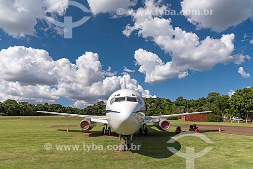 Boeing 737-200 da Força Aérea Brasileira - utilizado como avião presidencial entre 1976 e 2010 e conhecido como Sucatinha - em exibição a céu aberto próximo ao Parque das Aves  - Foz do Iguaçu - Paraná (PR) - Brasil