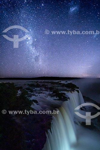 Vista da Garganta do Diabo no Parque Nacional do Iguaçu durante o anoitecer  - Foz do Iguaçu - Paraná (PR) - Brasil