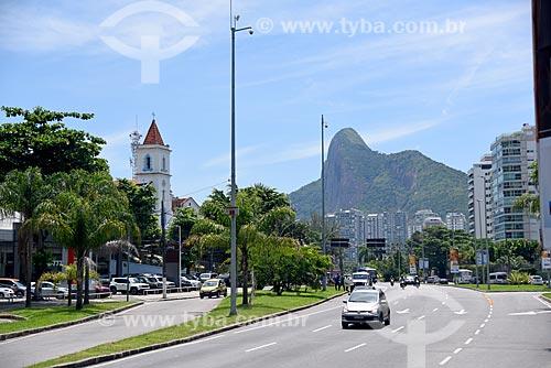 Igreja de São Conrado - à esquerda - com o Morro Dois Irmãos ao fundo  - Rio de Janeiro - Rio de Janeiro (RJ) - Brasil