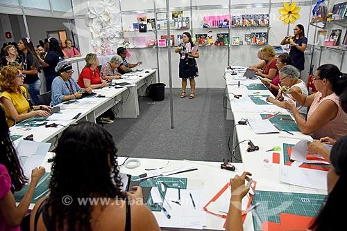 Oficina de artesanato durante a Feira Rio Artes Manuais no Centro de convenções SulAmérica  - Rio de Janeiro - Rio de Janeiro (RJ) - Brasil