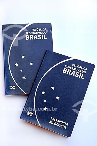 Detalhe de passaportes  - Rio de Janeiro - Rio de Janeiro (RJ) - Brasil