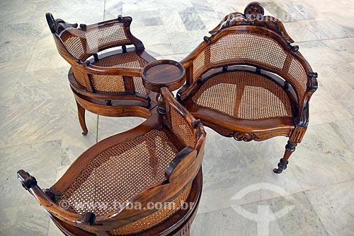 Namoradeira ou Conversadeira - móvel composto de três cadeiras interligadas - no inteiro da Sala Duas Época no Palácio do Itamaraty  - Brasília - Distrito Federal (DF) - Brasil