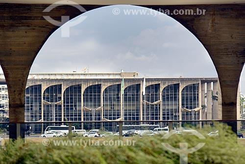 Vista da Palácio da Justiça (1963) - sede do Ministério da Justiça - a partir do Palácio do Itamaraty  - Brasília - Distrito Federal (DF) - Brasil