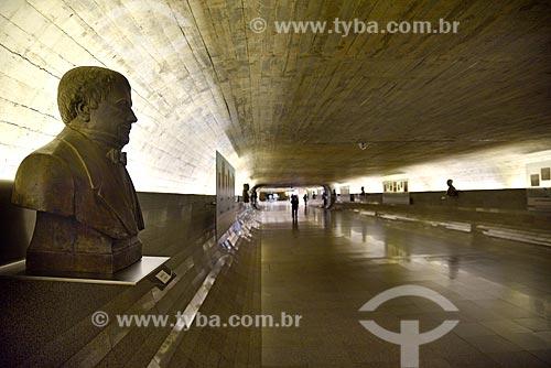 Busto de Diogo Feijó em exibição no Corredor do Congresso Nacional conhecido como Túnel do Tempo - corredor que registra acontecimentos políticos importantes na história do país  - Brasília - Distrito Federal (DF) - Brasil