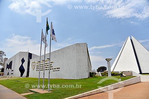 Vista do Parlamento Ecumênico da Legião da Boa Vontade com o Templo da Boa Vontade ao fundo  - Brasília - Distrito Federal (DF) - Brasil