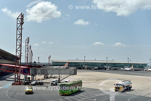 Aviões da GOL - Linhas Aéreas Inteligentes - na pista do Aeroporto Internacional Juscelino Kubitschek (1957)  - Brasília - Distrito Federal (DF) - Brasil