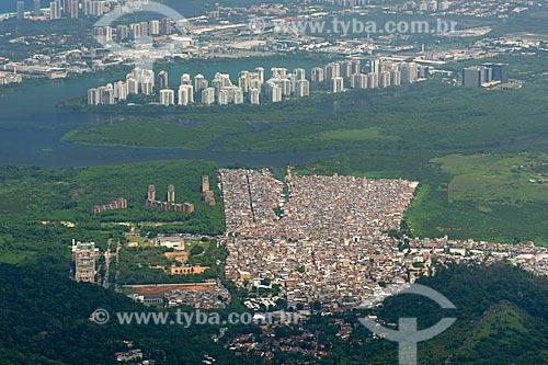 Vista da Favela de Rio das Pedras a partir do Parque Nacional da Tijuca  - Rio de Janeiro - Rio de Janeiro (RJ) - Brasil