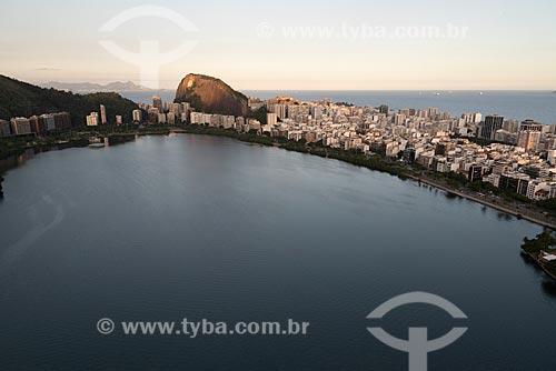 Foto aérea da Lagoa Rodrigo de Freitas com o bairro de Ipanema à direita  - Rio de Janeiro - Rio de Janeiro (RJ) - Brasil