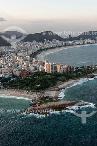 Foto aérea da Pedra do Arpoador com a Praia de Copacabana ao fundo  - Rio de Janeiro - Rio de Janeiro (RJ) - Brasil