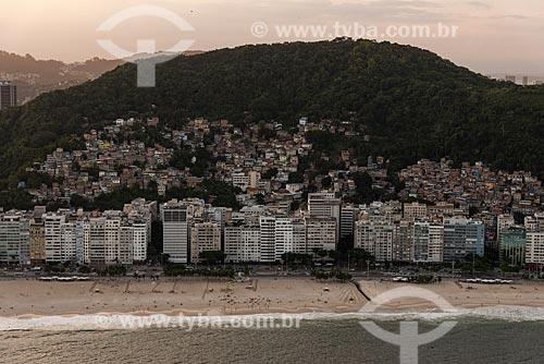 Foto aérea da orla da Praia do Leme com o Morro Chapéu Mangueira durante o pôr do sol  - Rio de Janeiro - Rio de Janeiro (RJ) - Brasil