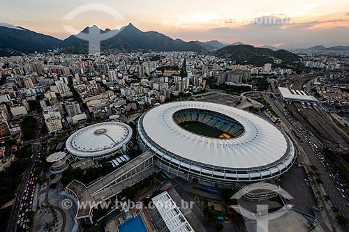 Foto aérea do Estádio Jornalista Mário Filho (1950) - mais conhecido como Maracanã - durante o pôr do sol  - Rio de Janeiro - Rio de Janeiro (RJ) - Brasil