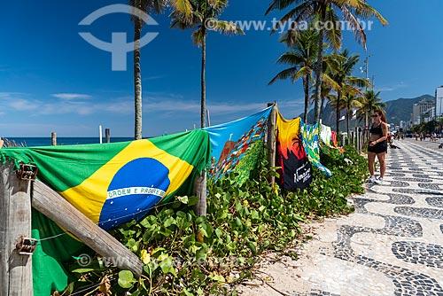 Cangas à venda na orla da Praia de Ipanema  - Rio de Janeiro - Rio de Janeiro (RJ) - Brasil