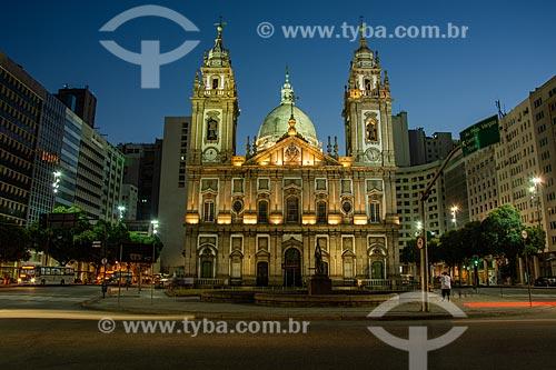Fachada da Igreja de Nossa Senhora da Candelária (1609) à noite  - Rio de Janeiro - Rio de Janeiro (RJ) - Brasil
