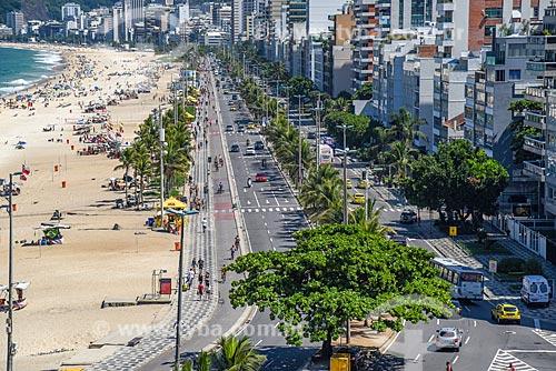 Vista da orla da Praia de Ipanema com a Avenida Vieira Souto à direita  - Rio de Janeiro - Rio de Janeiro (RJ) - Brasil