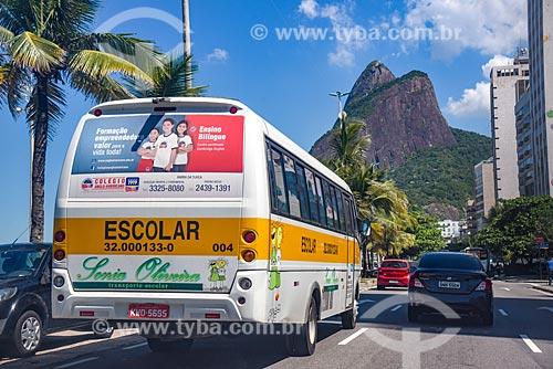 Tráfego na Avenida Vieira Souto com o Morro Dois Irmãos ao fundo  - Rio de Janeiro - Rio de Janeiro (RJ) - Brasil