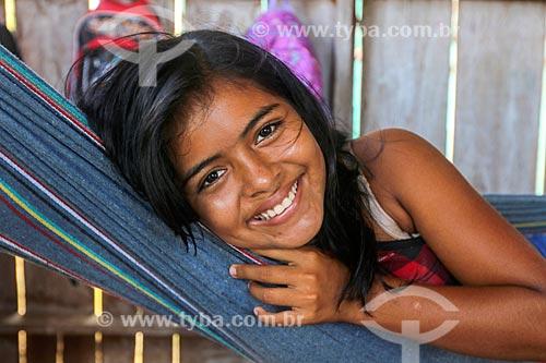 Detalhe de menina ribeirinha na Reserva de Desenvolvimento Sustentável Anamã  - Barcelos - Amazonas (AM) - Brasil