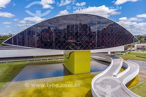 Foto feita com drone do Museu Oscar Niemeyer - também conhecido como Museu do Olho  - Curitiba - Paraná (PR) - Brasil
