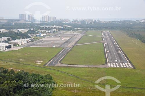 Foto aérea da pista do Aeroporto Roberto Marinho - mais conhecido como Aeroporto de Jacarepaguá  - Rio de Janeiro - Rio de Janeiro (RJ) - Brasil