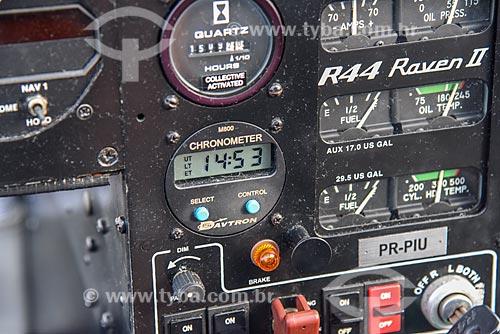 Foto aérea do painel de controle de helicóptero modelo R44 Raven II  - Rio de Janeiro - Rio de Janeiro (RJ) - Brasil