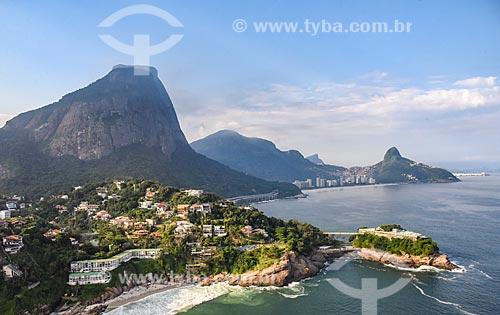 Foto aérea do Costa Brava Clube (1962) com a Pedra da Gávea e o Morro Dois Irmãos ao fundo  - Rio de Janeiro - Rio de Janeiro (RJ) - Brasil